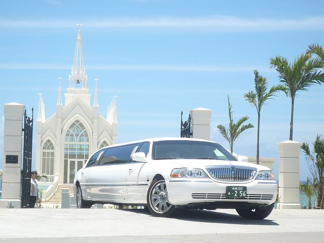 Lincoln Town Car stretch limousines 120inc