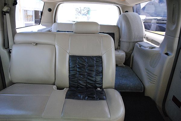 SUV Ford Excursion Limousine
